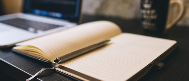 Копирайтинг - это написание уникальных статей (с точки зрения поисковых систем) они могут быть как продающими и рекламными, так и информационными или аналитическими.